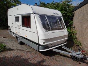 caravan-low budget-voorkant